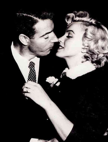 Marilyn-Monroe-Joe-DiMaggio-Wedding-Day