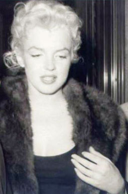 A candid image of Monroe wearing the collar, likely in New York City, 1955.
