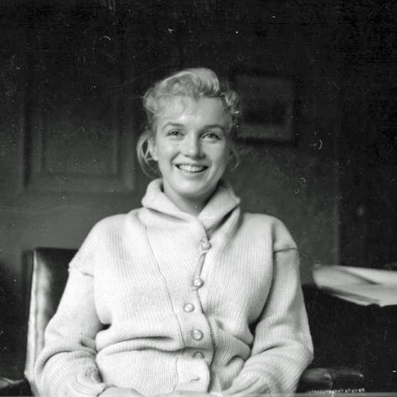 Marilyn-Monroe-Personal-Sweater-3