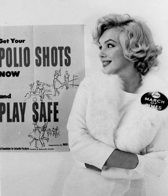 Marilyn-Monroe-White-Fox-Furs-3