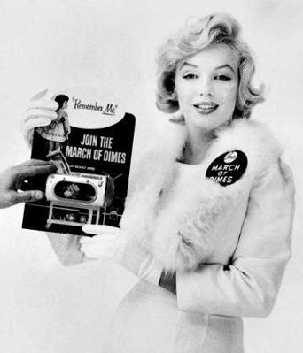 Marilyn-Monroe-White-Fox-Furs-4