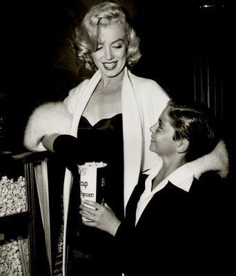 Marilyn-Monroe-White-Fox-Furs-8