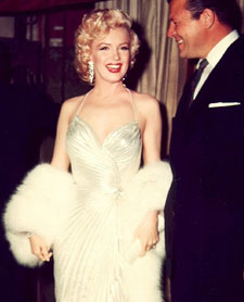 Marilyn-Monroe-White-Fox-Muff-3