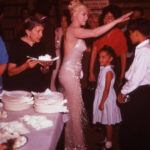 marilyn-monroe-1960-birthday-party-lets-make-love-1