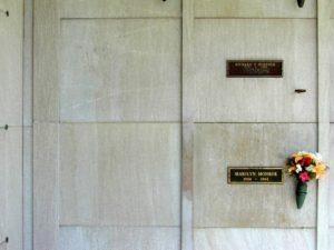 marilyn-monroe-hugh-hefner-crypt