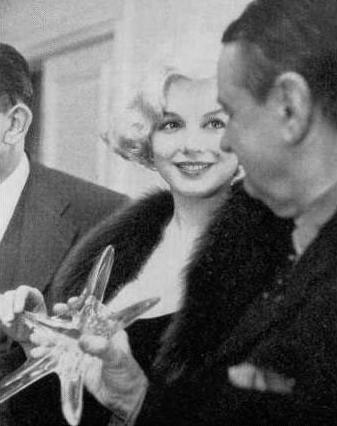 Marilyn-Monroe-1959-Crystal-Star-Award-Feb-29