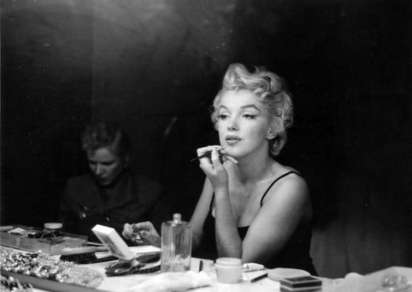 Marilyn-Monroe-Makeup-Table