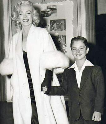 Marilyn-Monroe-White-Fox-Furs-6