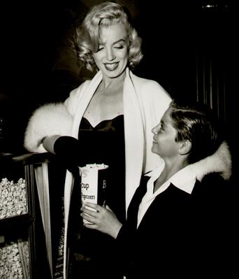 Marilyn-Monroe-White-Fox-Furs-8