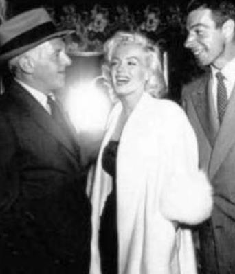 Marilyn-Monroe-White-Fox-Furs-9