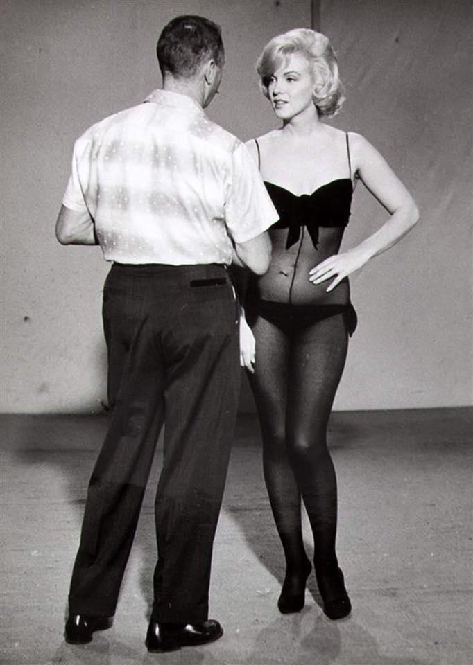 Marilyn-Monroe-Lets-Make-Love-Not-Pregnant-3
